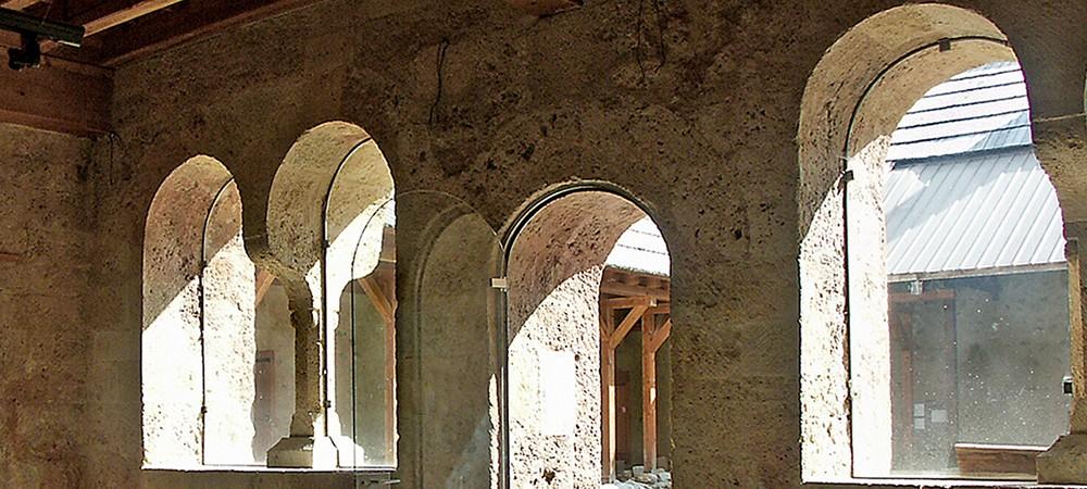 Vue de la salle capitulaire de l'abbaye de Boscodon