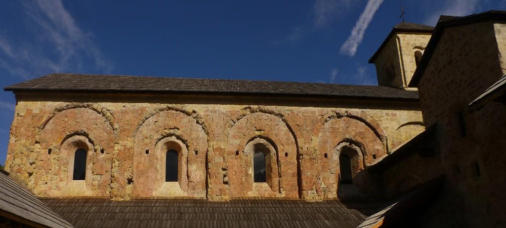 Façade sud de l'église abbatiale de Boscodon