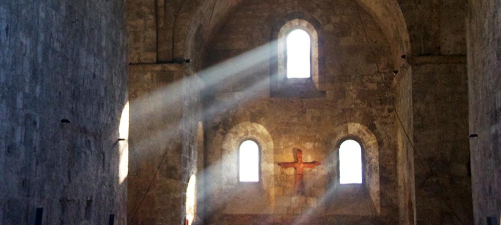 Lumière dans le chevet de l'église de l'abbaye de Boscodon